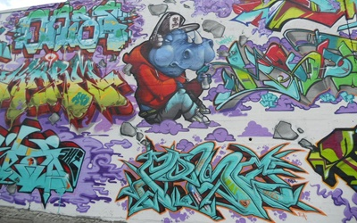 Jugendliche bingen am rhein - Graffiti zimmerwand ...